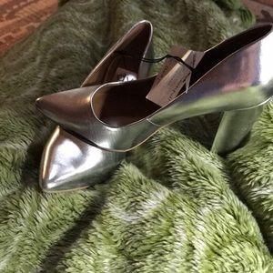 NWT DV Dolce Vita Metalic Block Heels